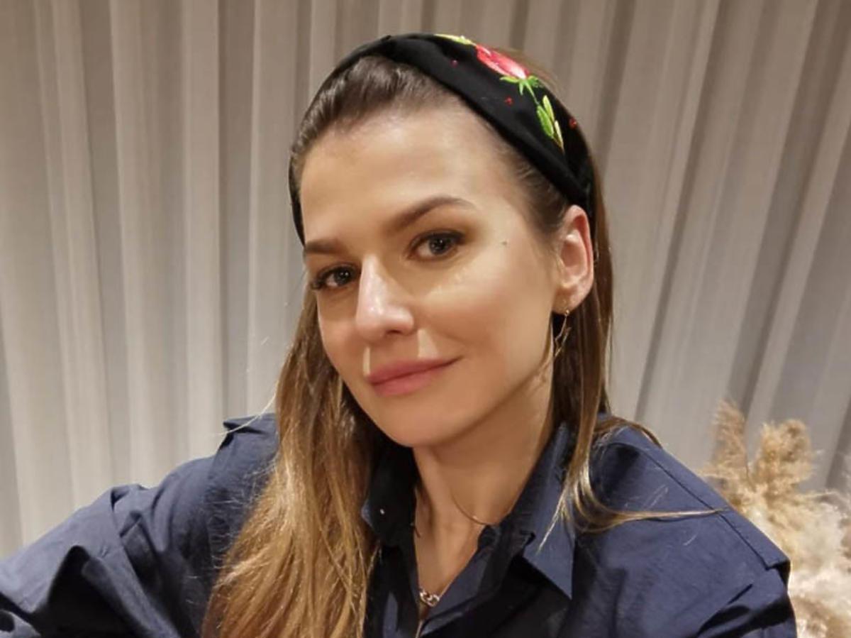 Anna Lewandowska w opasce na włosy