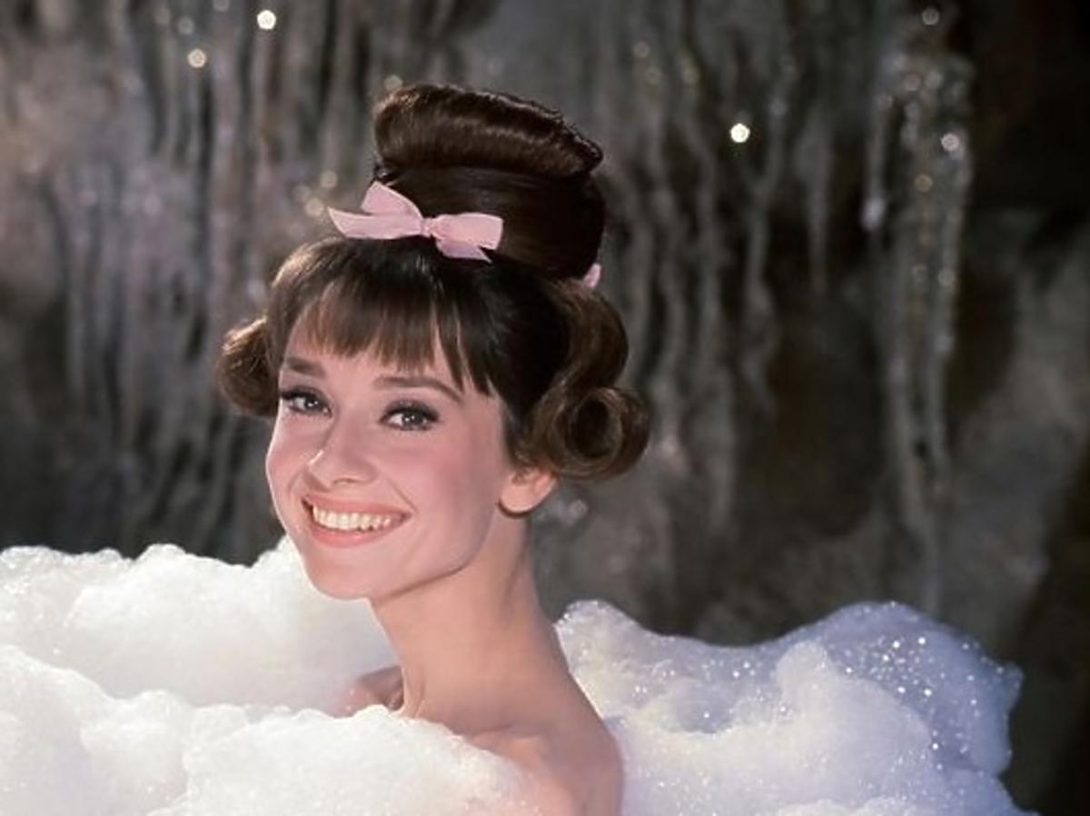 Audrey Hepburn w wannie pełnej piany