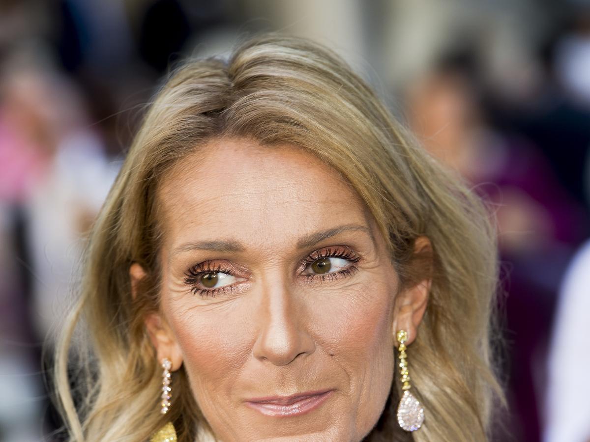 Celine Dion ma bardzo krótkie włosy. Postawiła na pixie cut