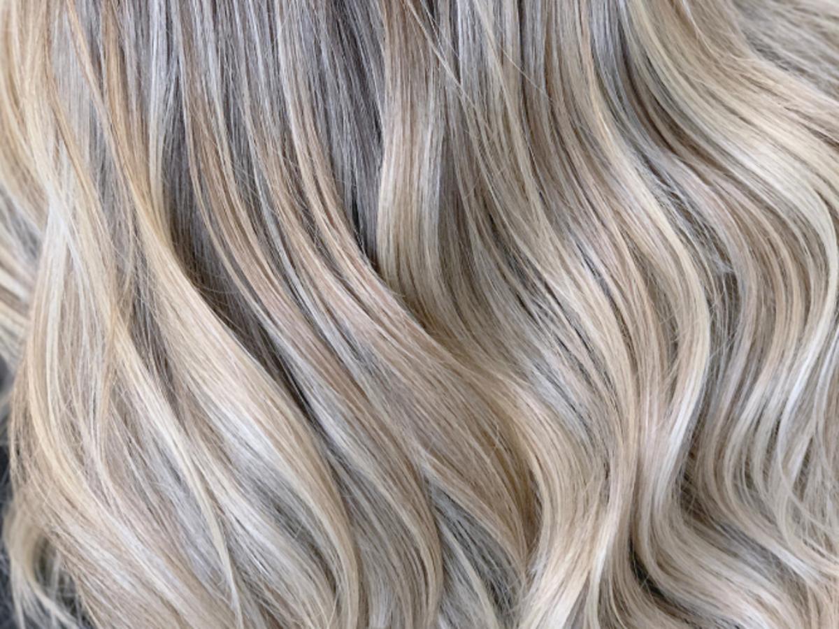 chłodny blond po użyciu fioletowego szamponu od John Frieda