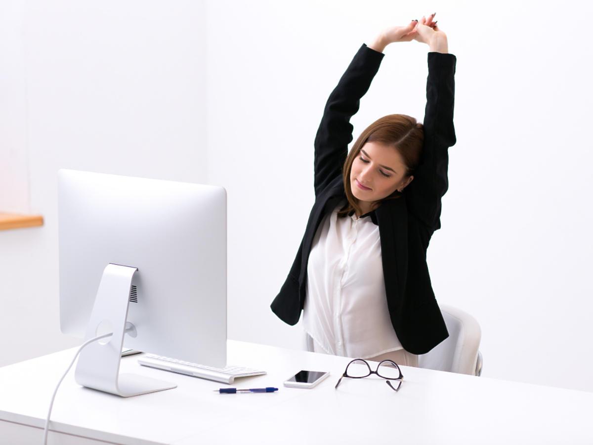 ćwiczenia za biurkiem