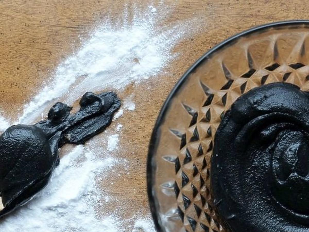 Czarna pasta do zębów z aktywnym węglem