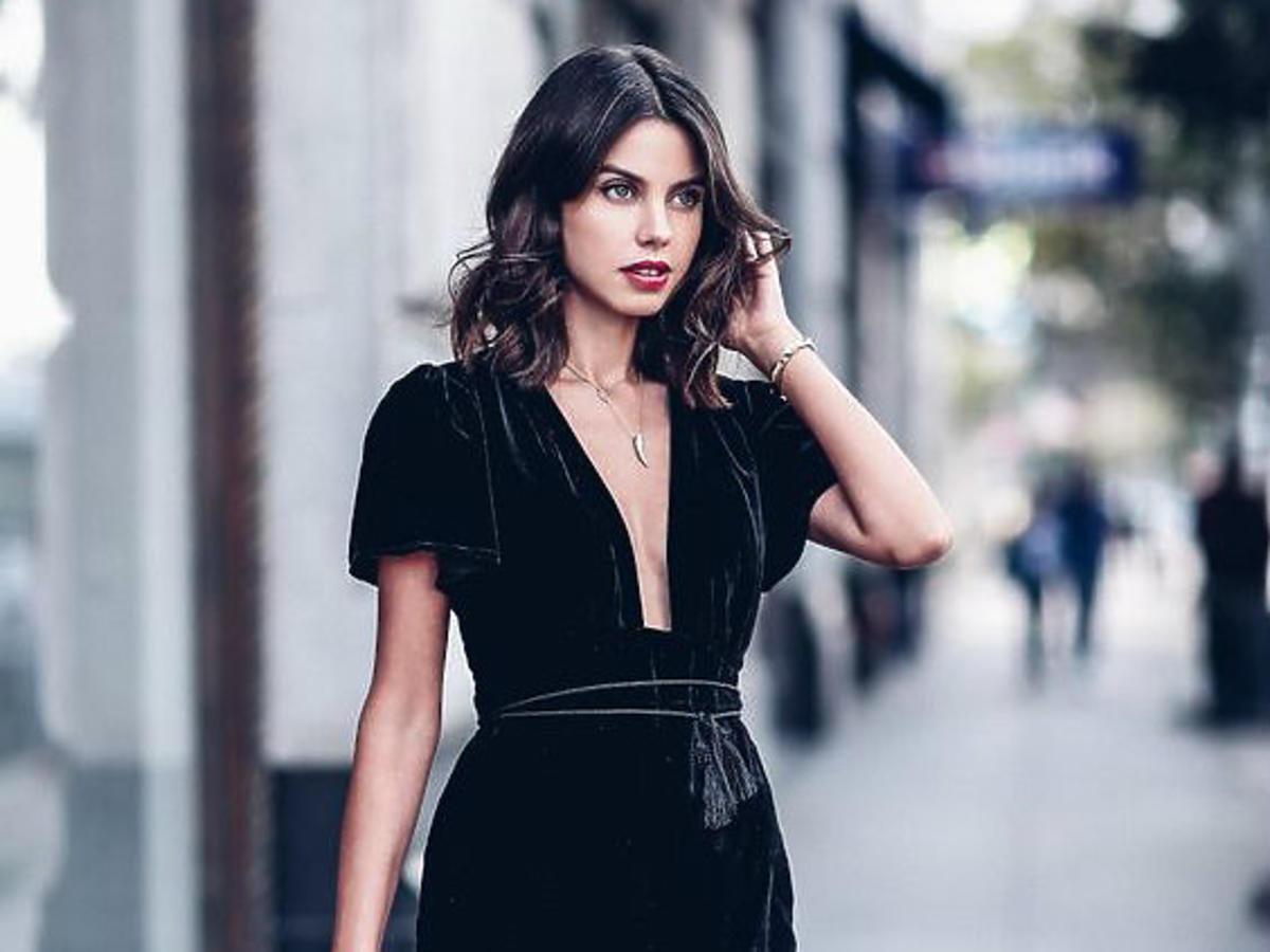 czarna sukienka z aksamitu