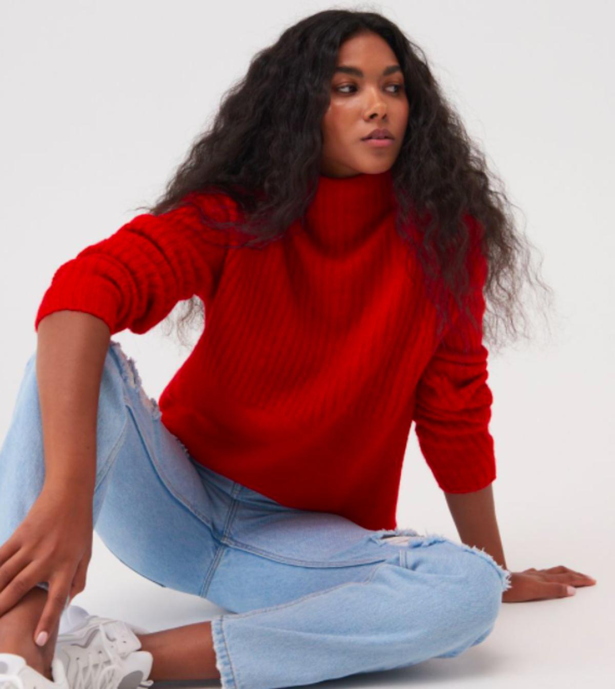 czerwony sweterek z Sisnaya