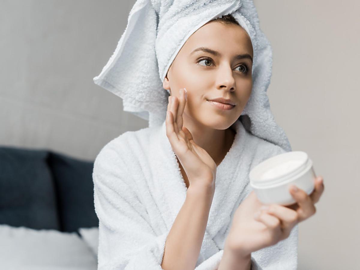 czysta i matowa skóra po nałożeniu kremu enzymatycznego