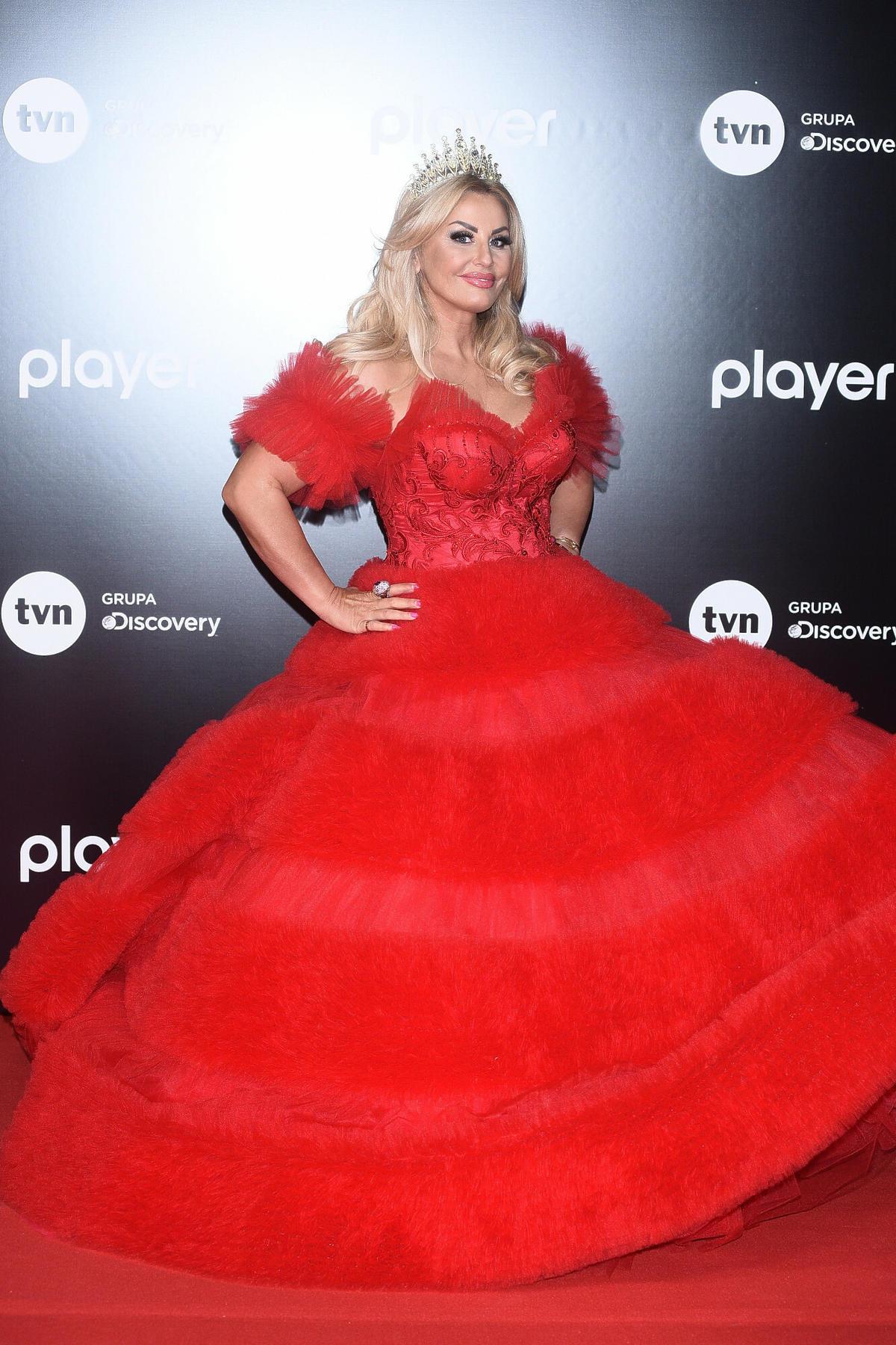 Dagmara Kaźmierska w czerwonej sukience jak księżniczka