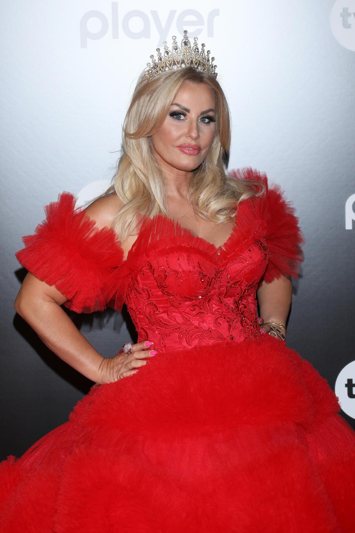 Dagmara Kaźmierska w czerwonej sukience na ramówce TVN
