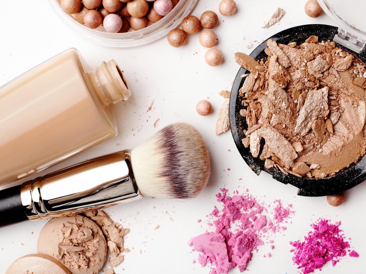 Dlaczego nie należy pożyczać swoich kosmetyków?