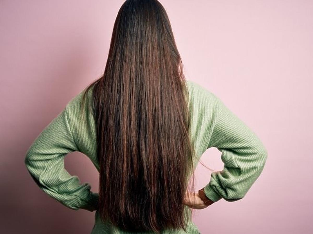 Długie włosy po peelingu do skóry głowy od Farmona Radical