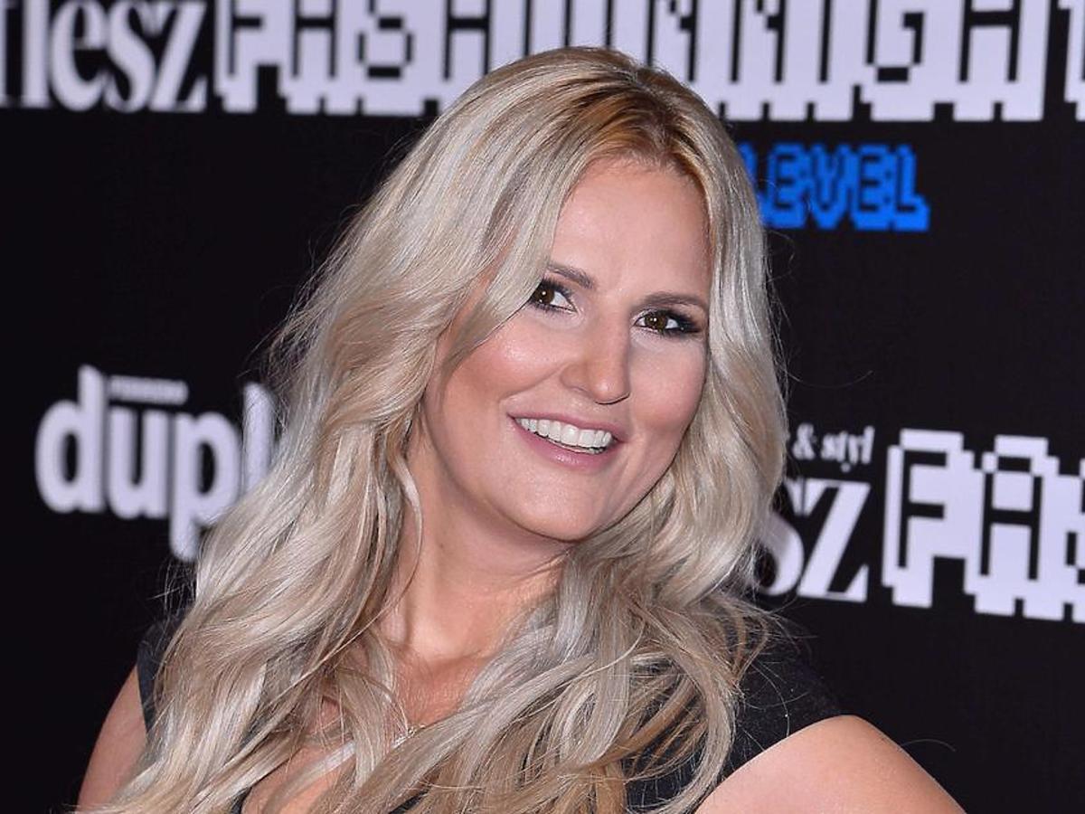 dominika tajner w blond włosach