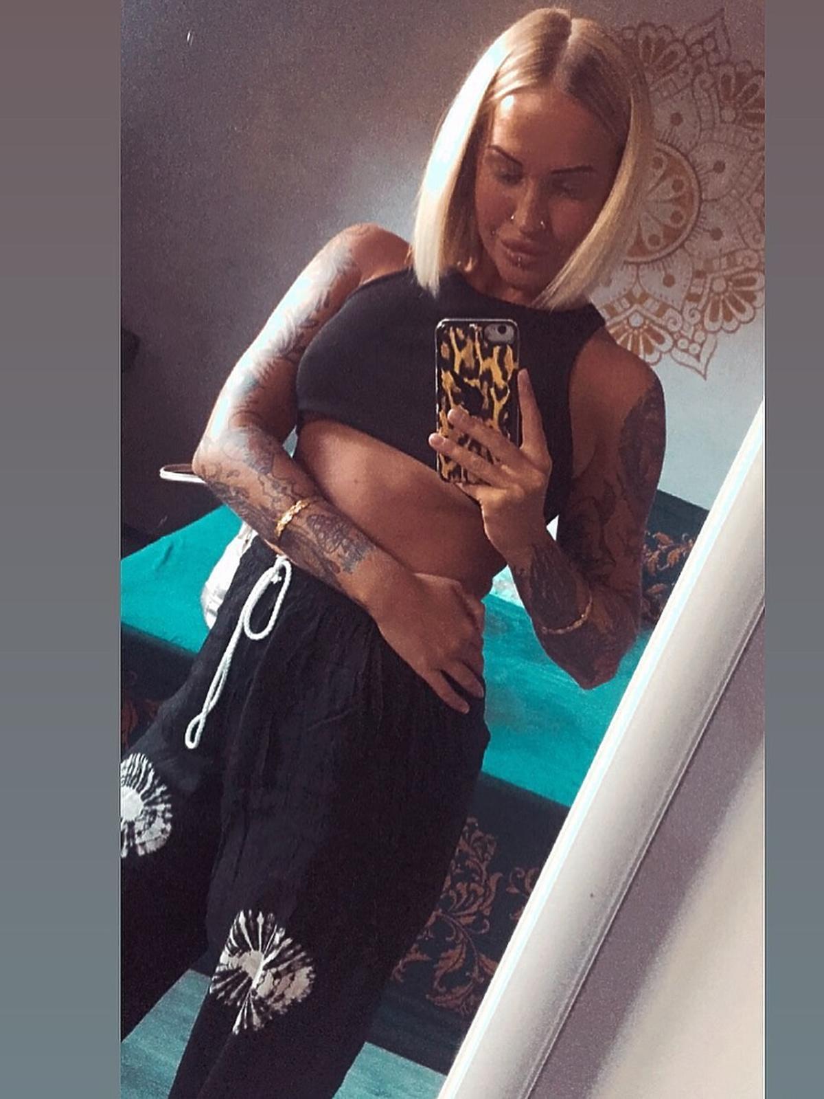 Dominika uwielbia chwalić się swoim smukłym ciałem