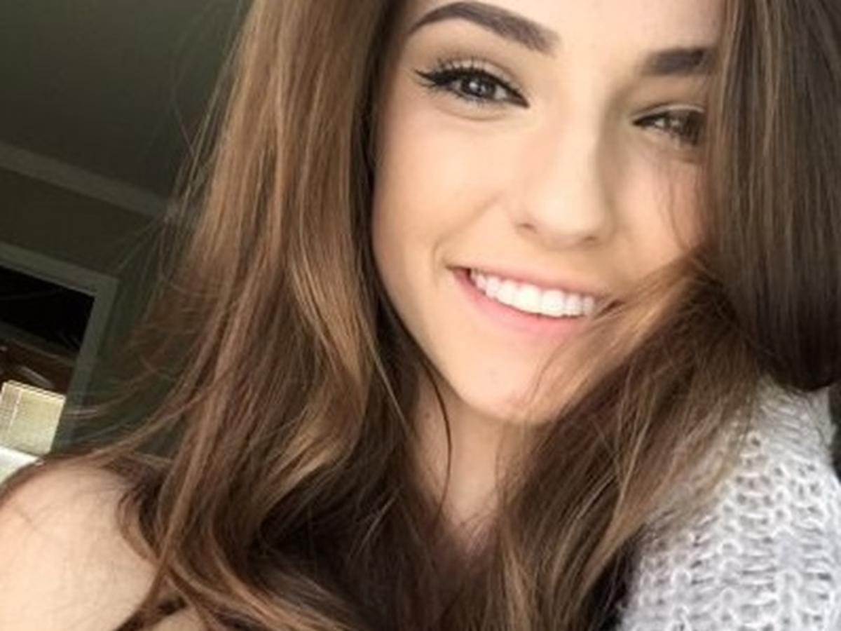 dziewczyna z brązowymi włosami selfie