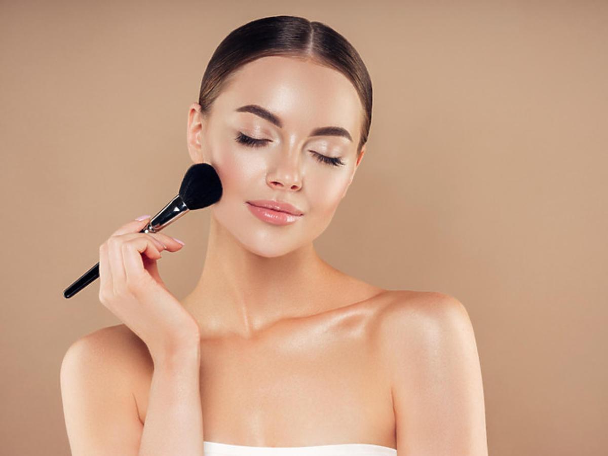 Efekt po wykonaniu makijażu paletą do konturowania