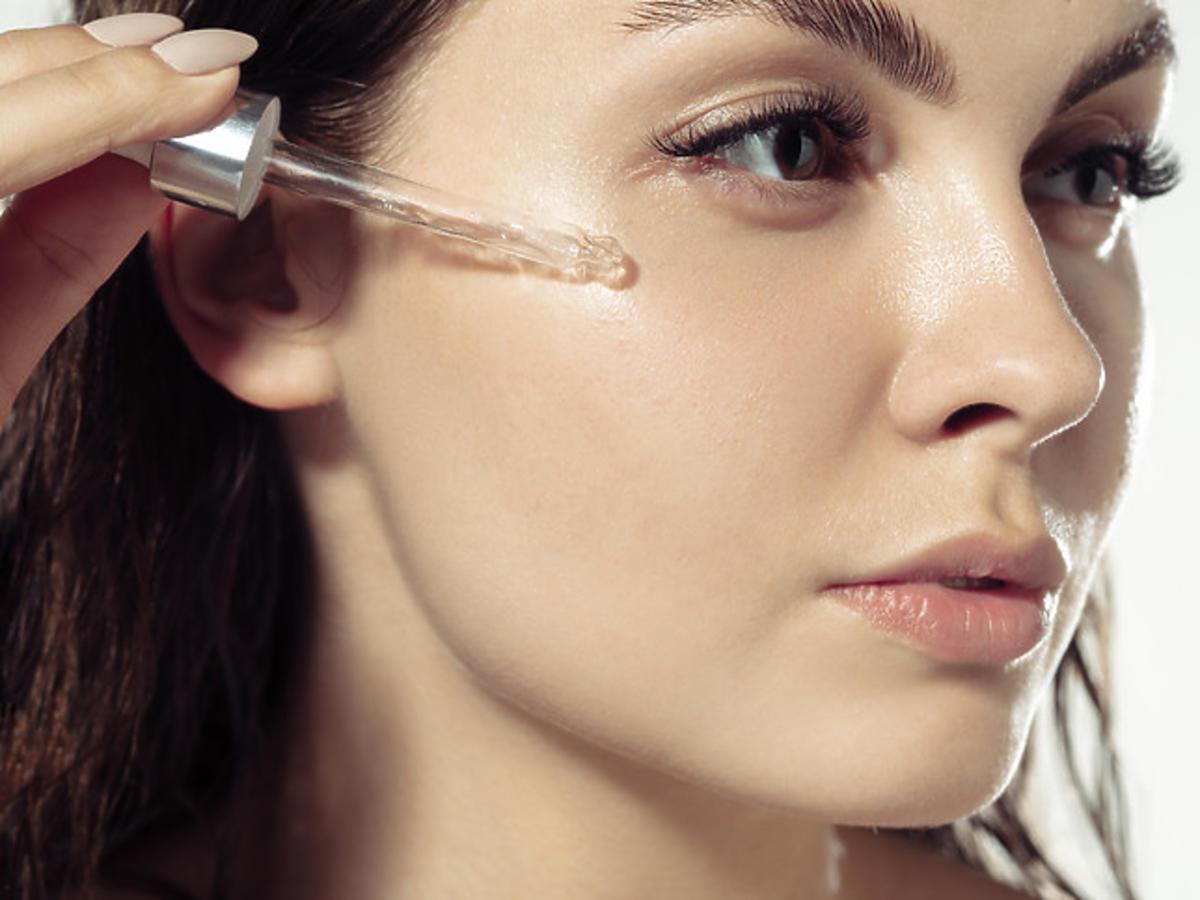 efekt przed i po zastosowaniu serum na twarz