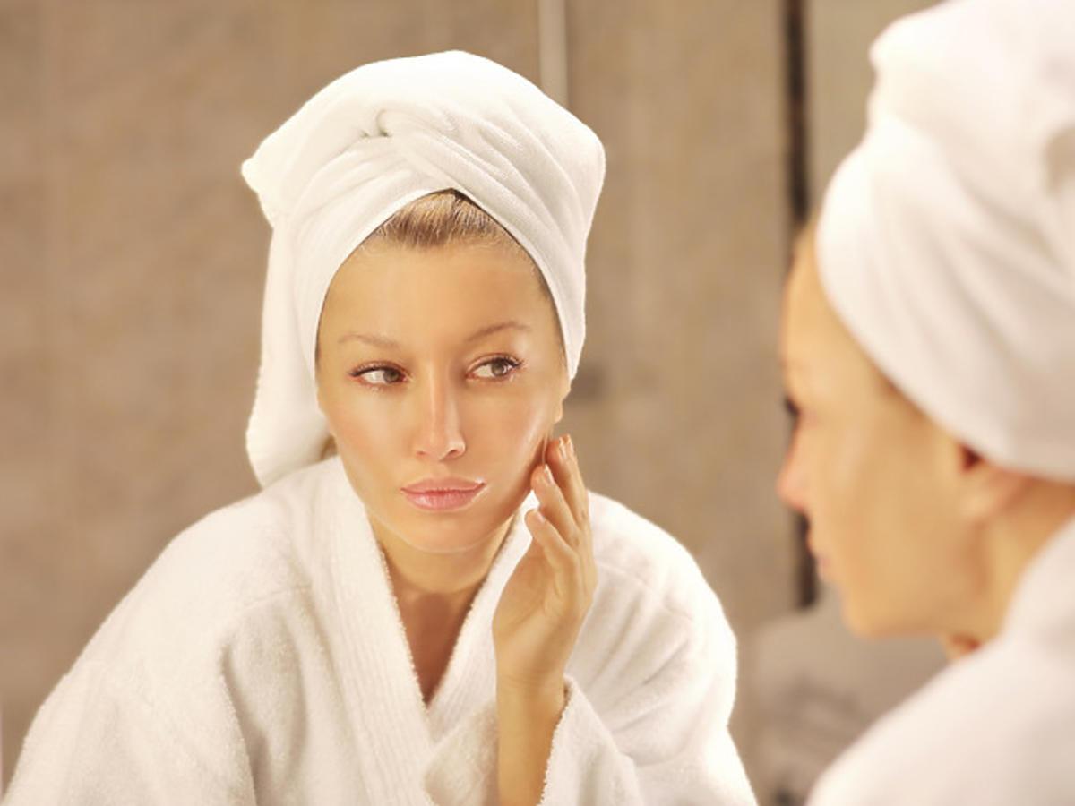 Efekt wygładzonej skóry po zastosowaniu peelingu TCA