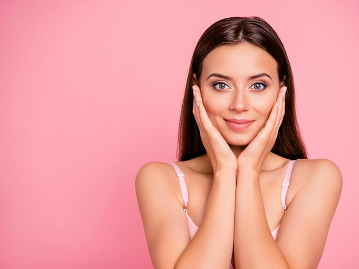 efekt wygładzonej skóry po zastosowaniu serum do twarzy