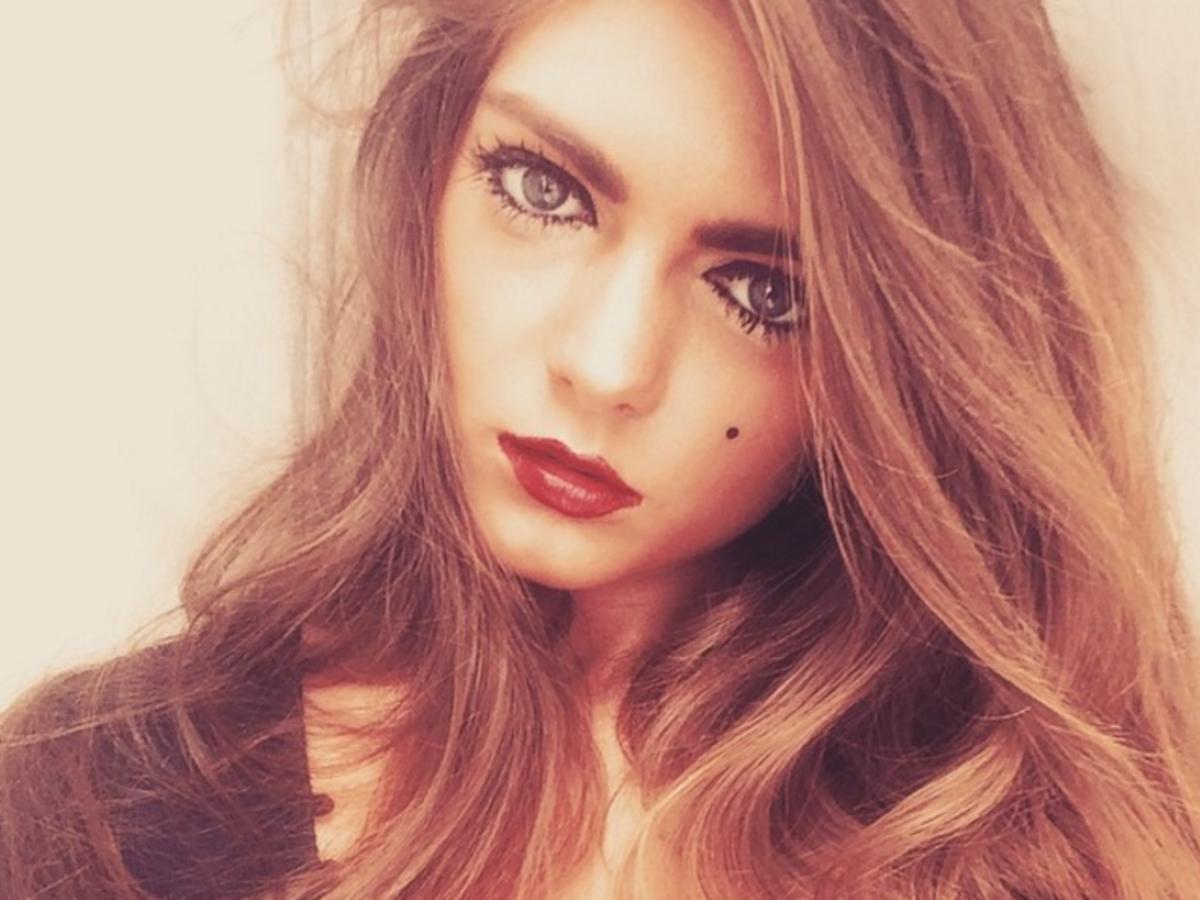 Emma Hulse atrakcyjna szatynka selfie