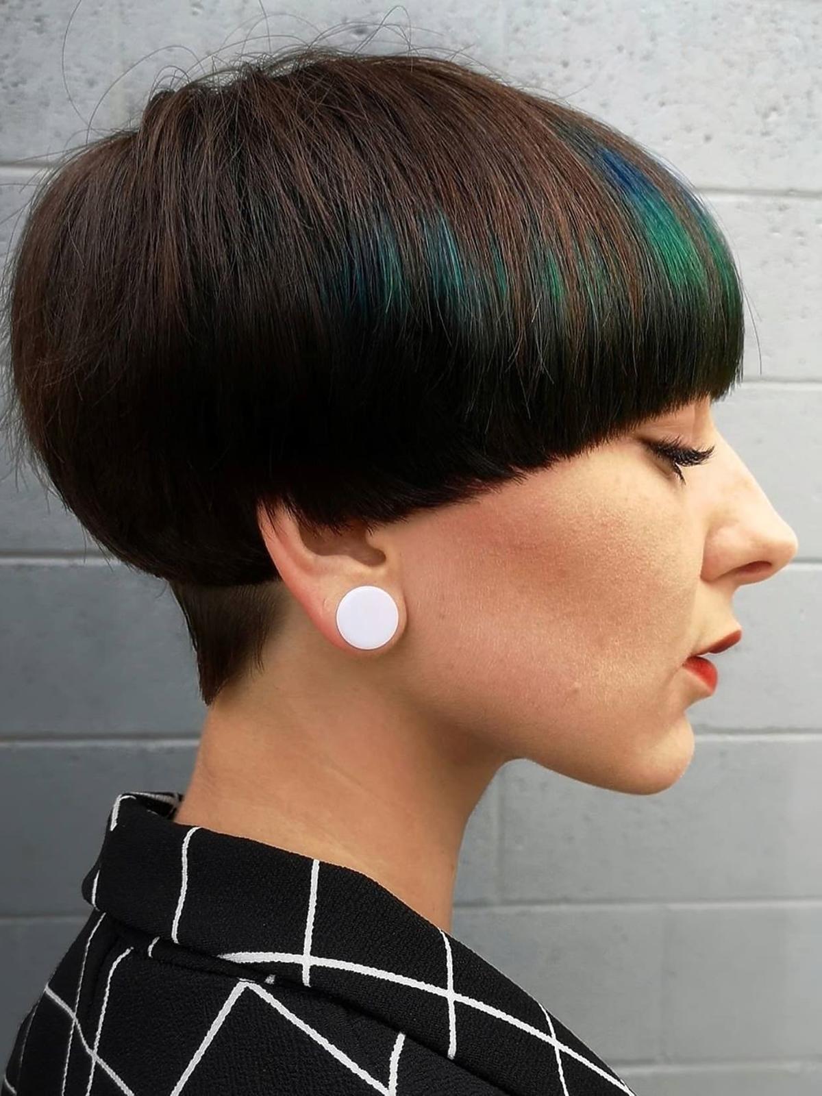 Geometryczna fryzura na pazia