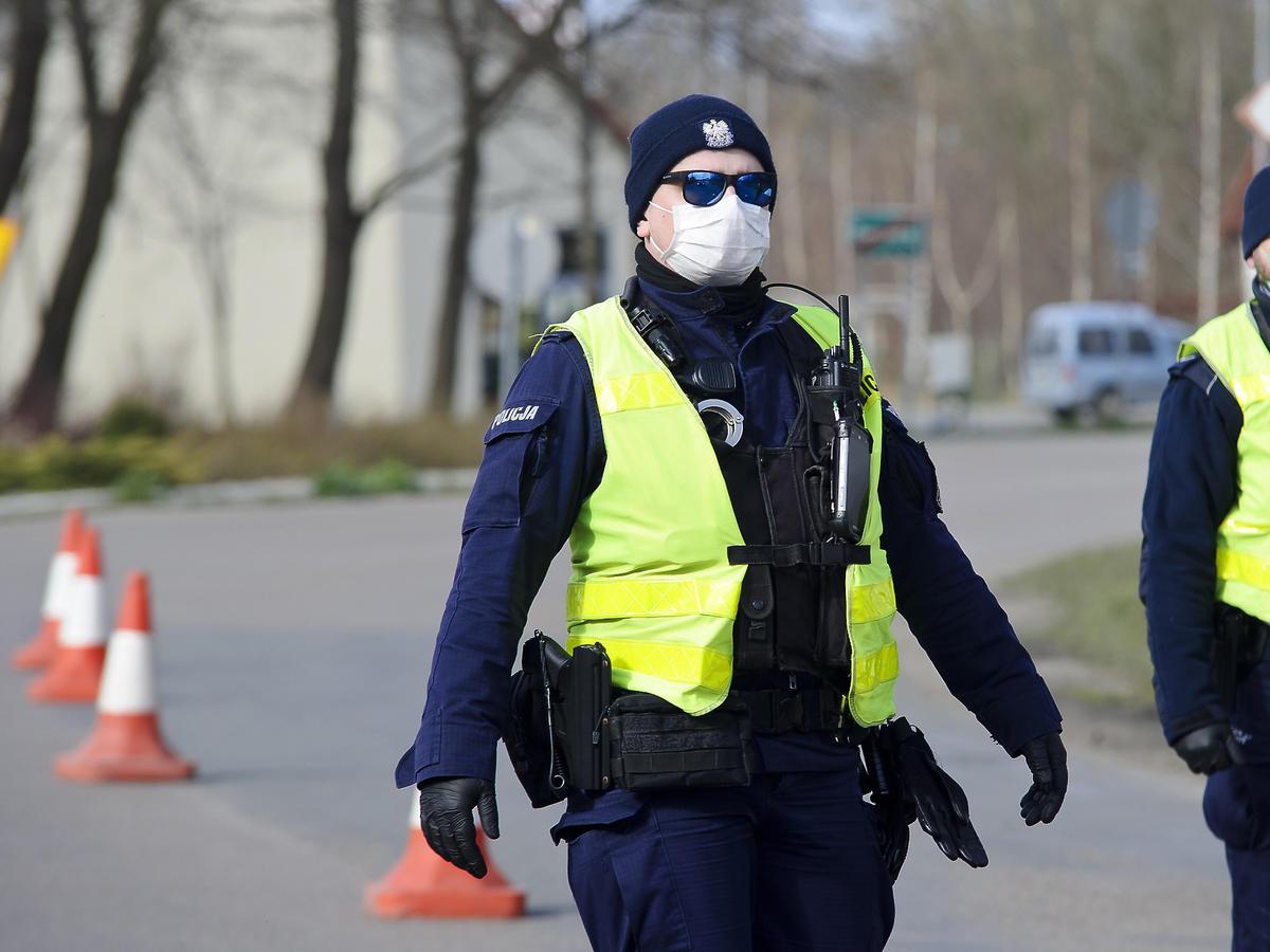 Godzina policyjna - policja podczas koronawirusa