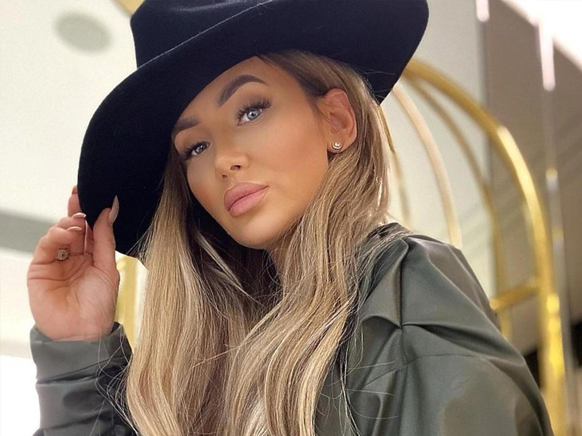 Izabela Macudzińska w kapeluszu