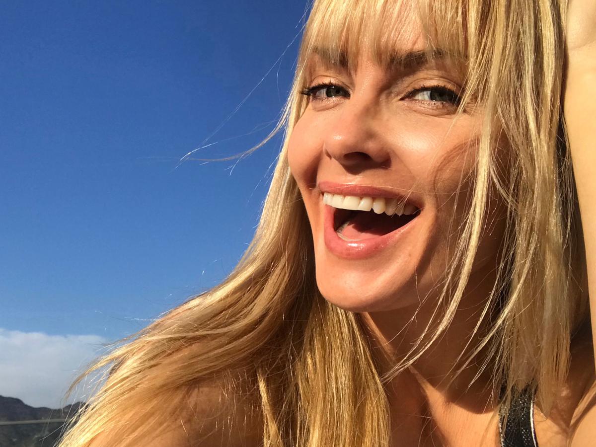 """Izabella Scorupco pochwaliła się odważnym zdjęciem. Fani: """"wyglądasz jak gwiazda porno"""""""
