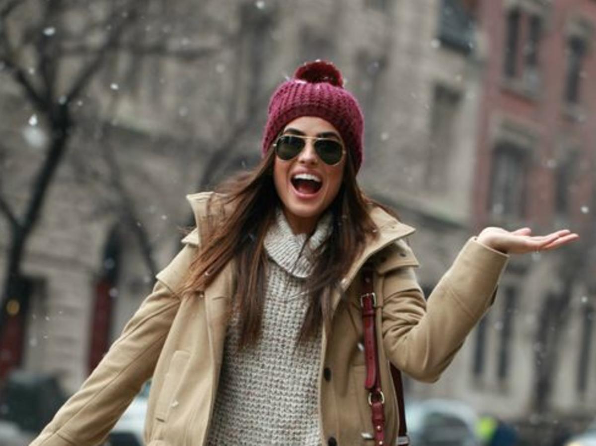 Jak nosić włosy pod czapką?