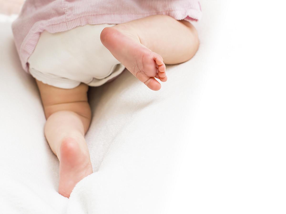 jak przewinąć noworodka