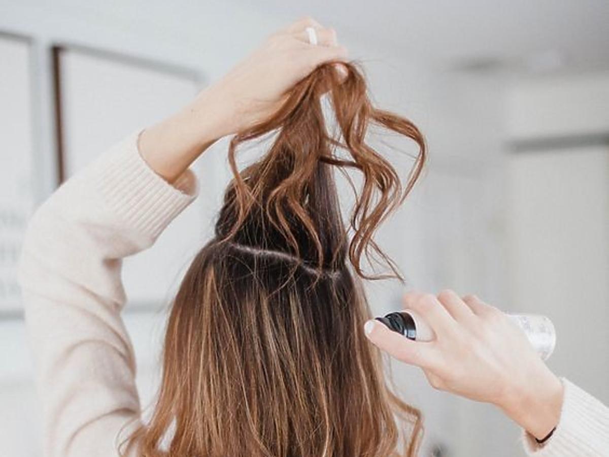 Jak używać suchego szamponu