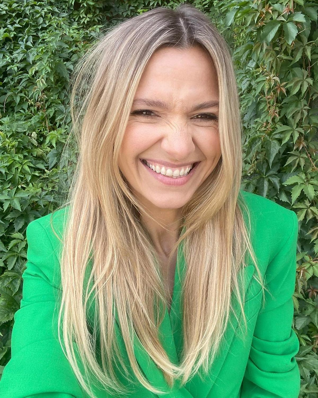 Joanna Koroniewska w zielonej marynarce