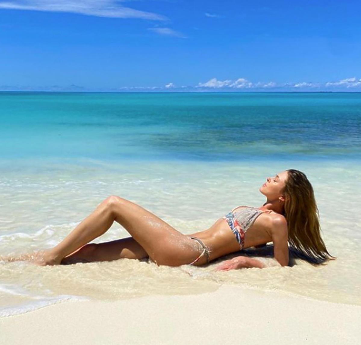 Joanna Opozda na plaży