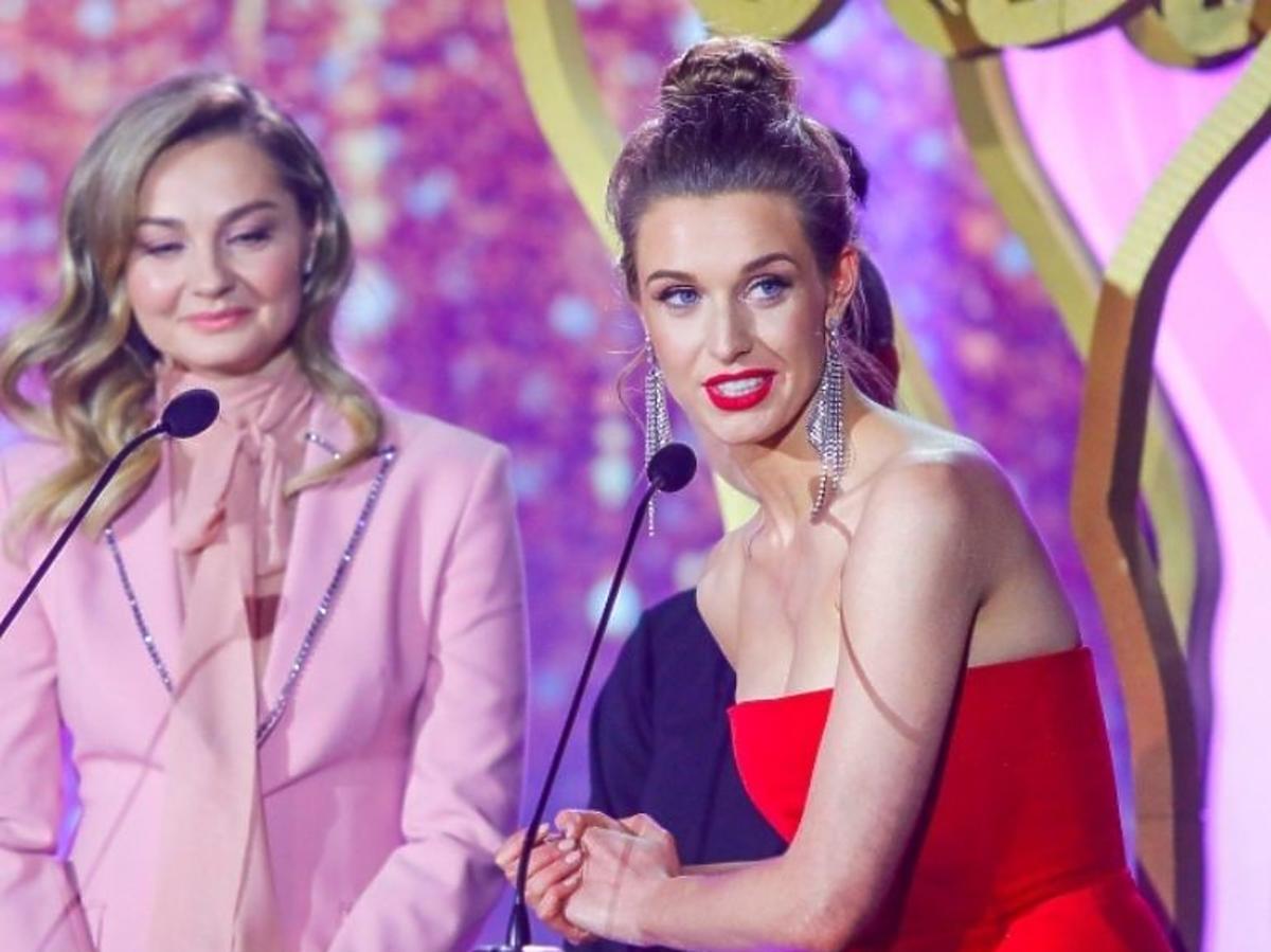 Julia Kamińska i Małgorzata Socha odbierają TeleKamerę 2021