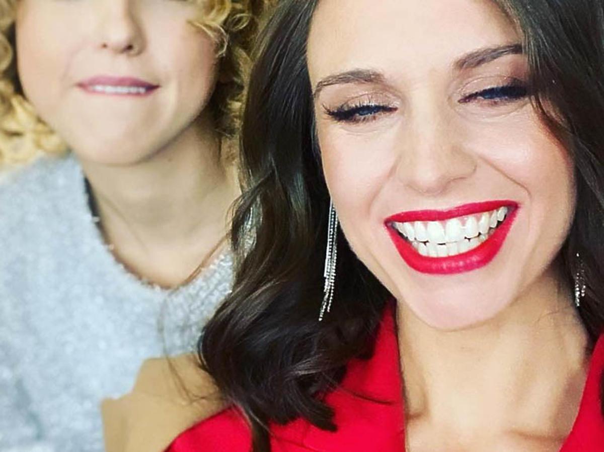 Julia Kamińska w czerwonych ustach