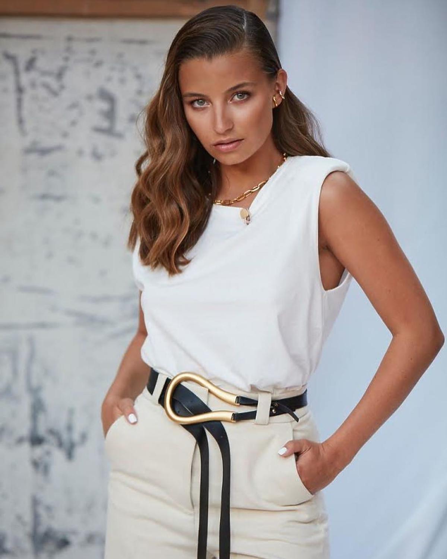 Julia Wieniawa w modnej bluzce na jesień – identyczną kupicie w Mango za 39 zł