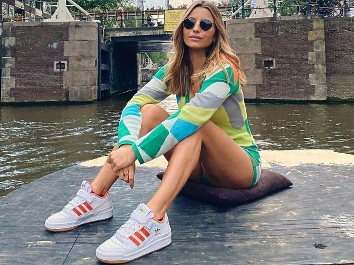 Julia Wieniawa w sneakersach