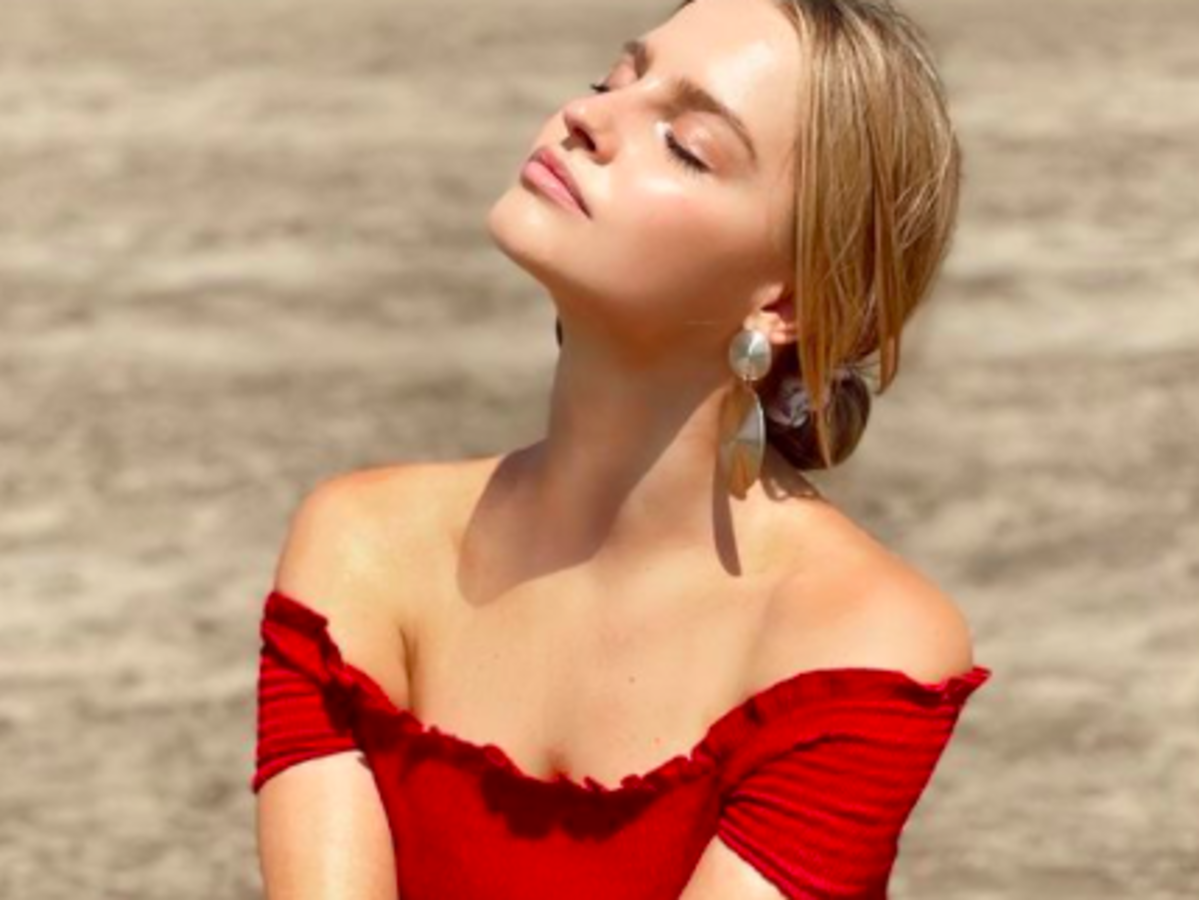 Karolina Pisarek w modnej sukience maxi z Bonprix