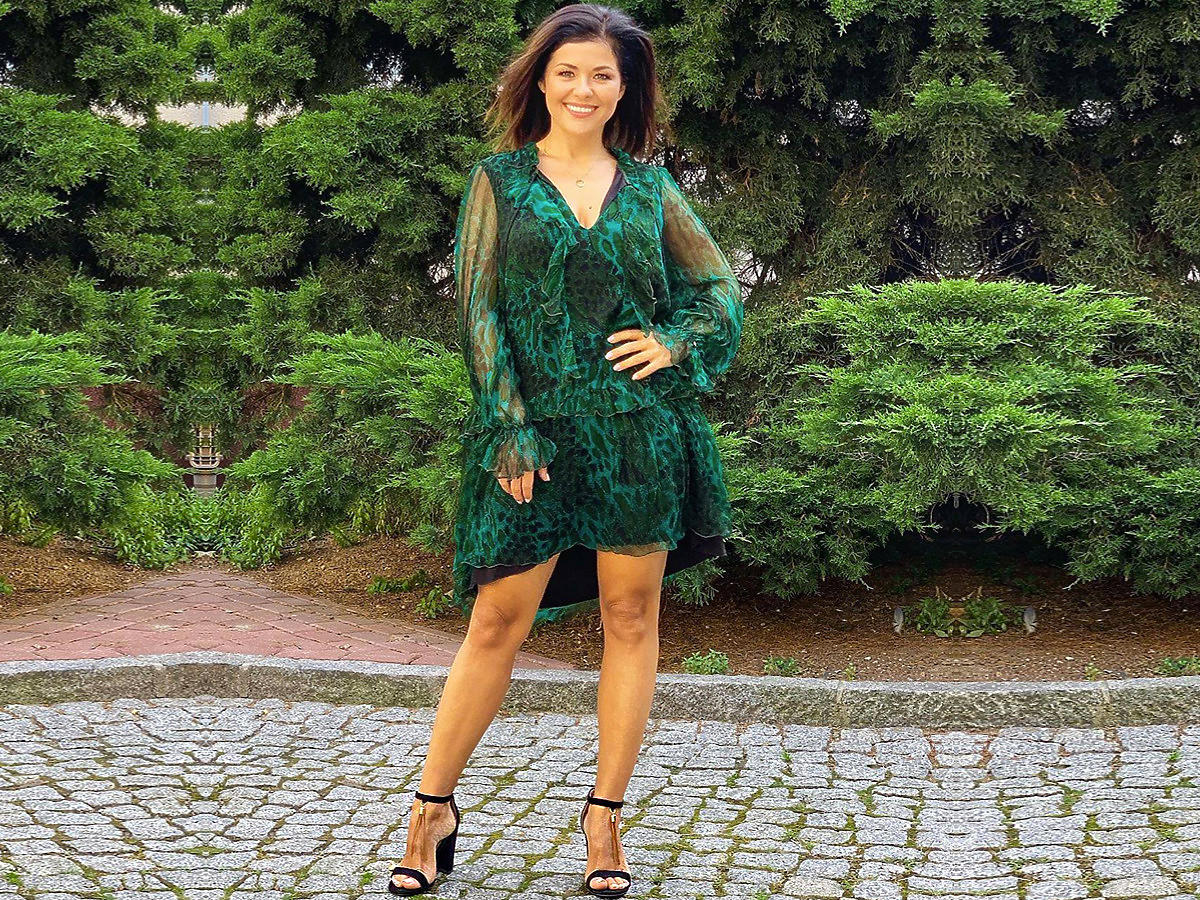 Katarzyna Cichopek w czarnych sandałkach na słupku z DeeZee