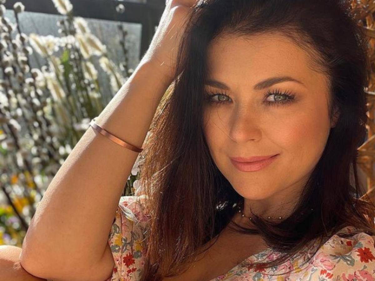 Katarzyna Cichopek w modnej bluzce na lato z wyprzedaży