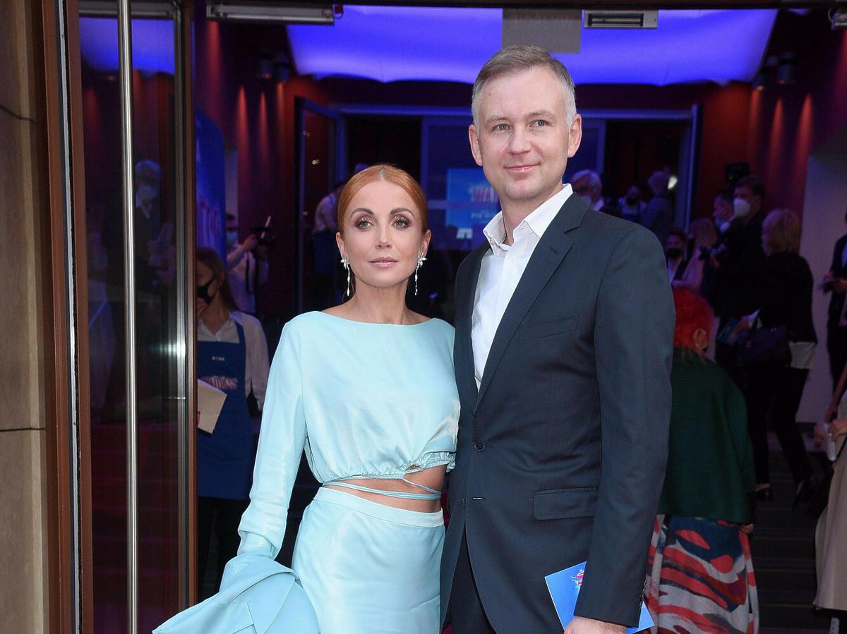 Katarzyna Zielińska z mężem na premierze spektaklu w Warszawie