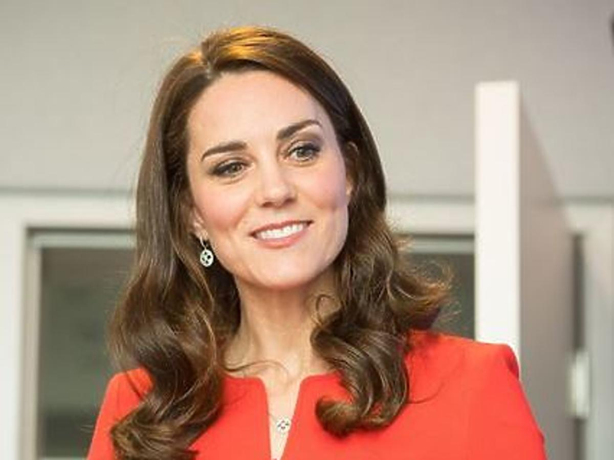 Kate Middleton w czerwonej stylizacji