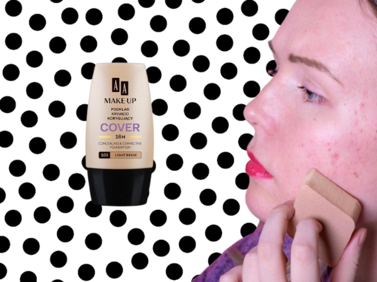kobieta nakłada kryjący Make Up, Coverod AA