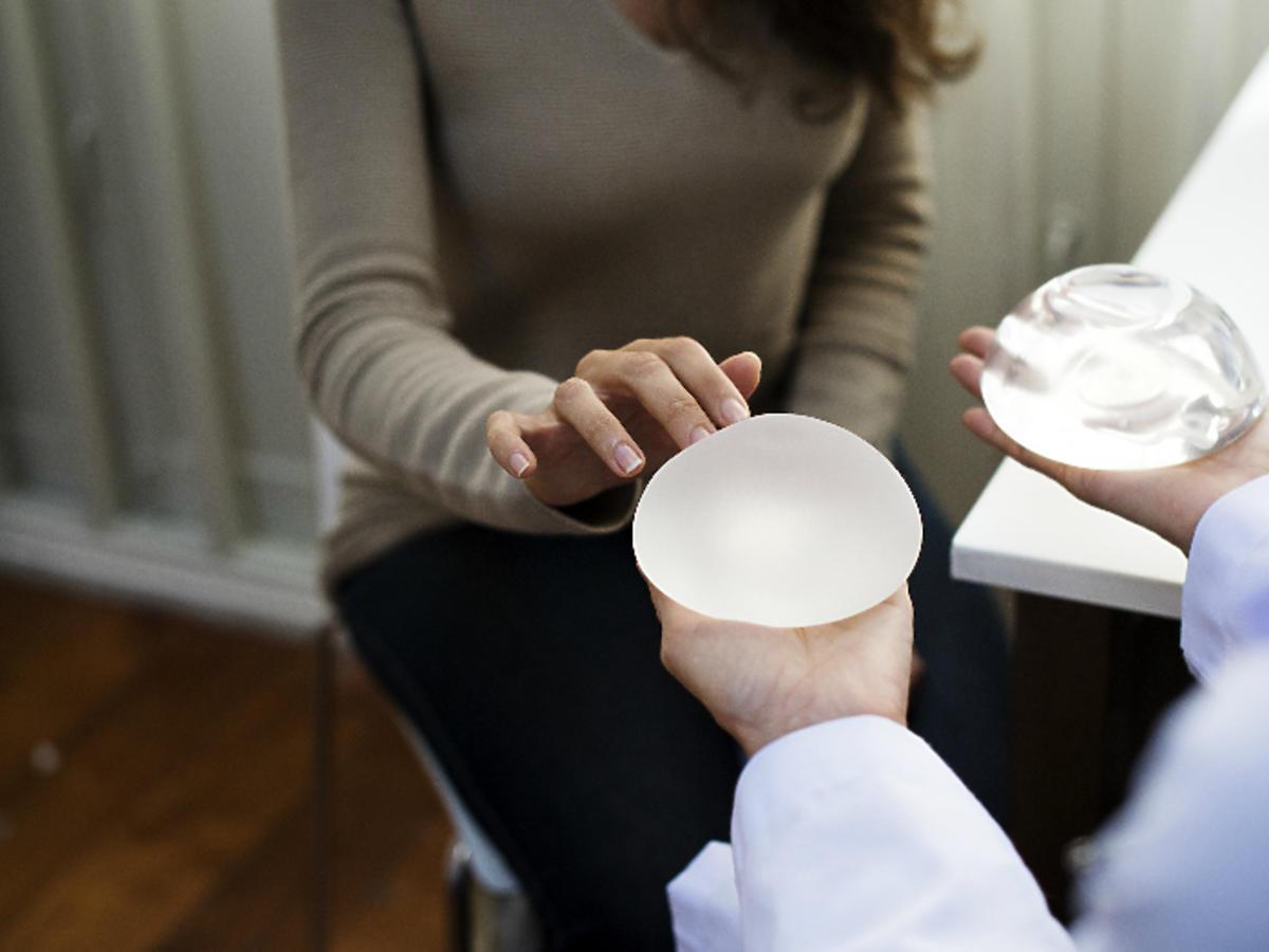 kobieta wybieras implanty