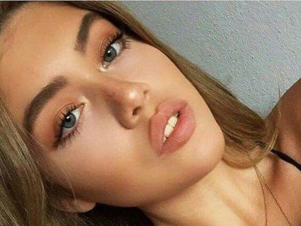kobieta z makijażem nude