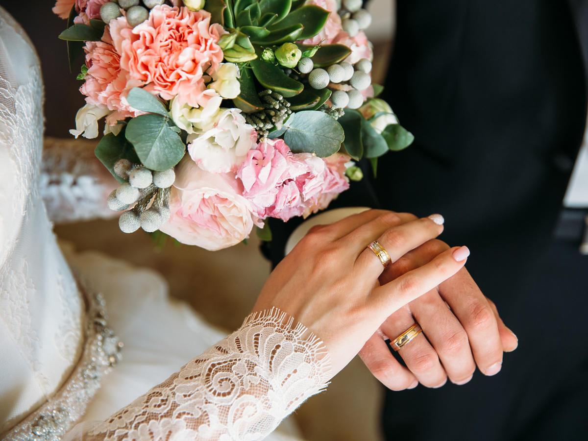 """Koronawirus: co zrobić, jeśli restauracja przy zmianie terminu wesela zmienia cenę za """"talerzyk""""?"""
