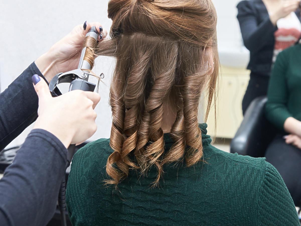 Kręcenie włosów lokówką tradycyjną