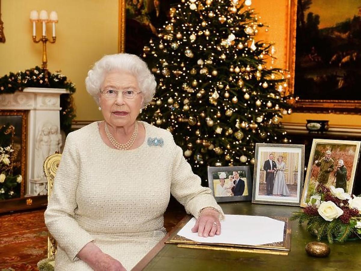 Królowa Elżbieta II dostała od Meghan Markle kontrowersyjny świąteczny prezent. Powinna się obrazić za coś takiego?