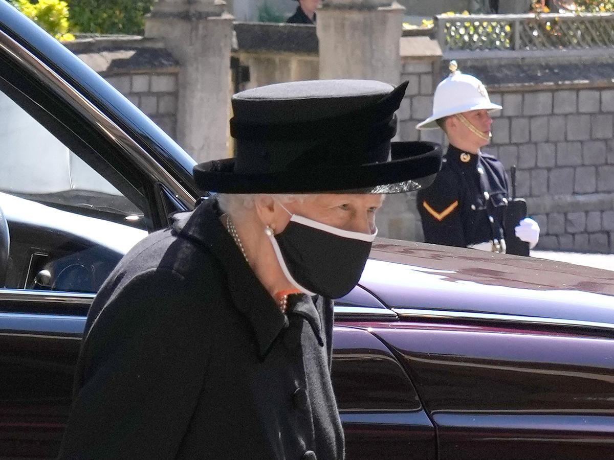 królowa Elżbieta II na pogrzebie księcia Filipa