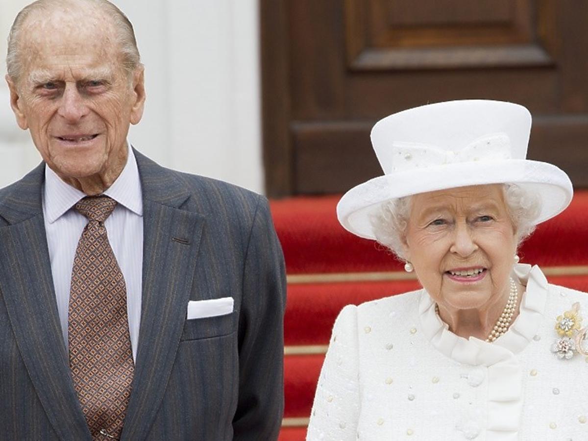 Królowa Elżbieta pokazała niepublikowane zdjęcie z księciem Filipem