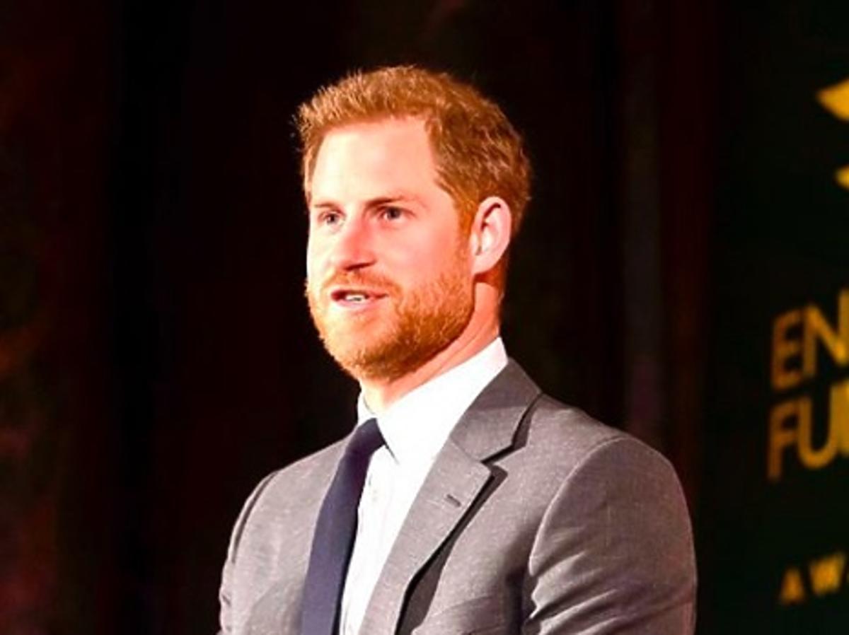 Książę Harry coraz bardziej łysieje. Widać mu ogromne prześwity