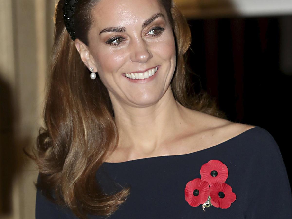 Księżna Kate w opasce z Zary