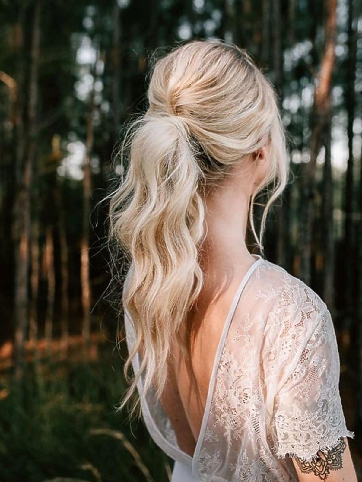 Kucyk na wesele z połowy włosów